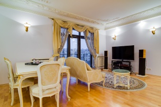 author's design 4-room apartment to let in an elite house in the center of St-Petersburg