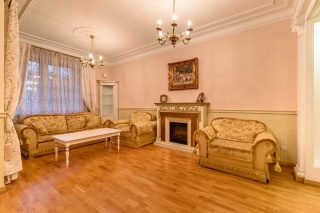 luxury property for lease in the historical center St-Petersburg